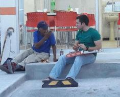 Joven de Tamaulipas compartió su pizza con un señor necesitado y se volvió viral