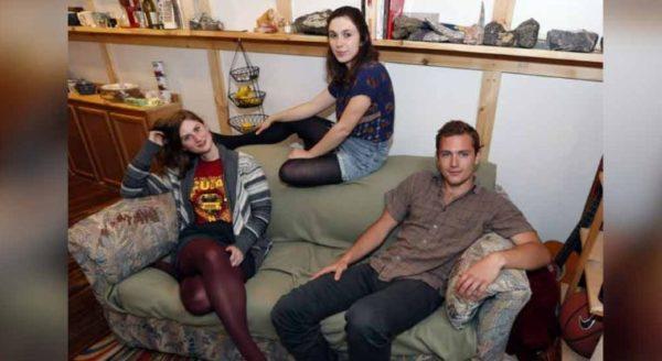 Compraron un sofá por solo 15 euros ¡no creerás lo que encontraron!