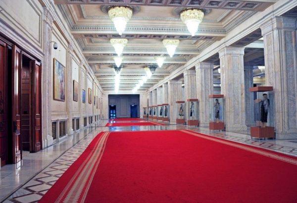 el-palacio-del-parlamento-en-bucarest-rumania-7