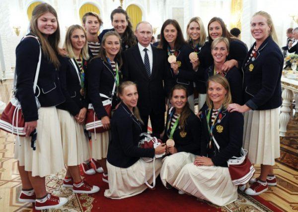 El presidente de Rusia les dio un BMW a los medallistas, mientras que la CONADE les quita su dinero