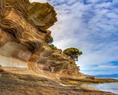 Los acantilados pintados de Maria Island en Australia