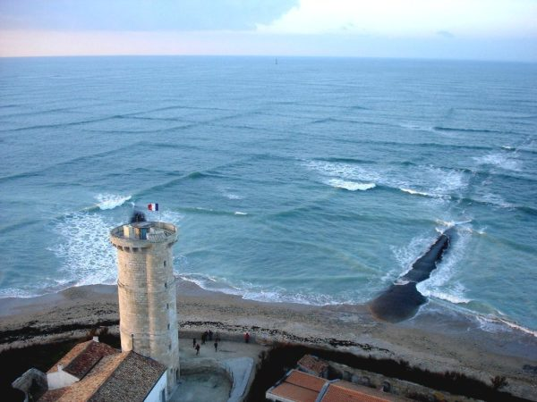 Las extrañas olas cuadradas de la isla de Ré