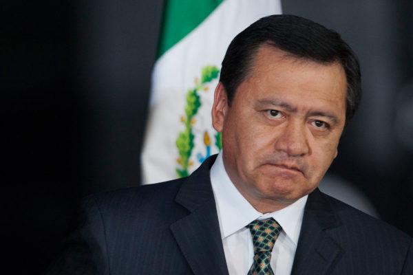 Osorio Chong pirateó su título, solo curso hasta el quinto semestre
