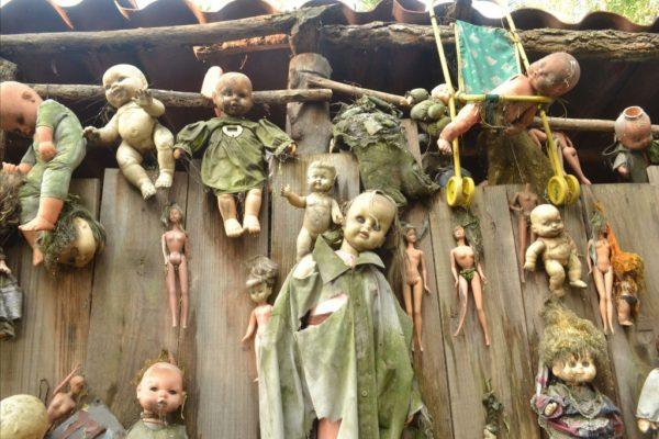 tenebrosa isla de las muñecas en Xochimilco mexico