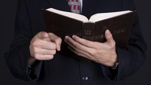biblia pastor iglesia