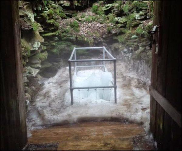 coudersport pennsylvania misteriosa cueva produce hielo solo en verano