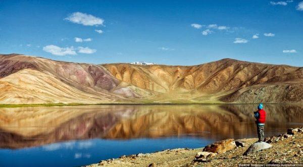 El Lago Negro de Karakul en Tajikistan
