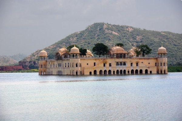 Este es el Jal Mahal, el palacio flotante de Jaipur