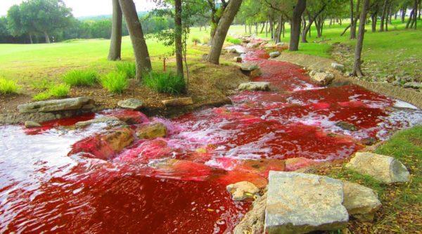 El enigma del río ruso teñido de rojo sangre