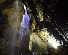 Gaping Gill | Una cascada que cae dentro de una cueva en Inglaterra