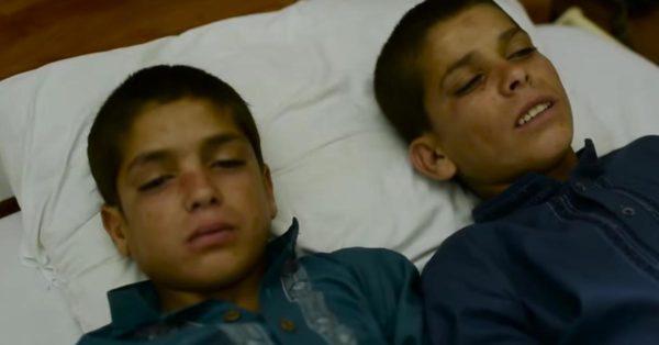Durante el día, son 2 niños normales. Pero por la noche, ¡sus cuerpos se transforman!