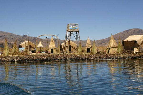 Las sorprendentes casas de las islas flotantes del Titicaca