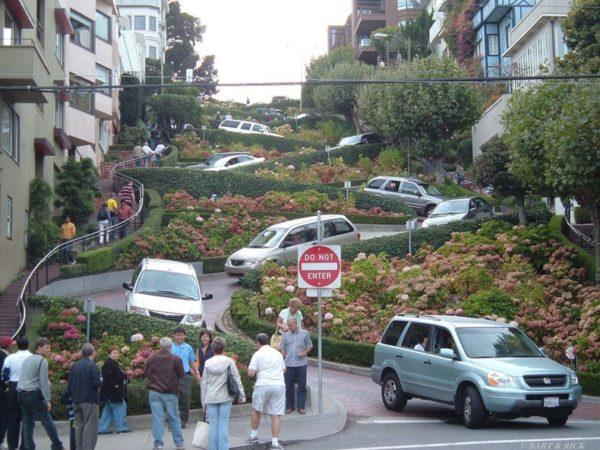 Lombard Street, una de las calles más sinuosa y empinada del mundo