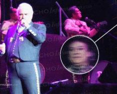 El fantasma de Juan Gabriel se apareció durante un concierto de Vicente Fernández