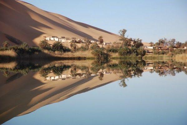 los lagos de las dunas de ihhan ubari en libia sahara