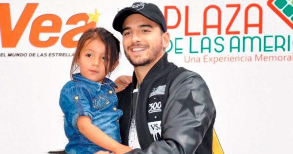 Maluma adoptó a una niña mexicana. El motivo de la adopción te dejará el corazón derretido