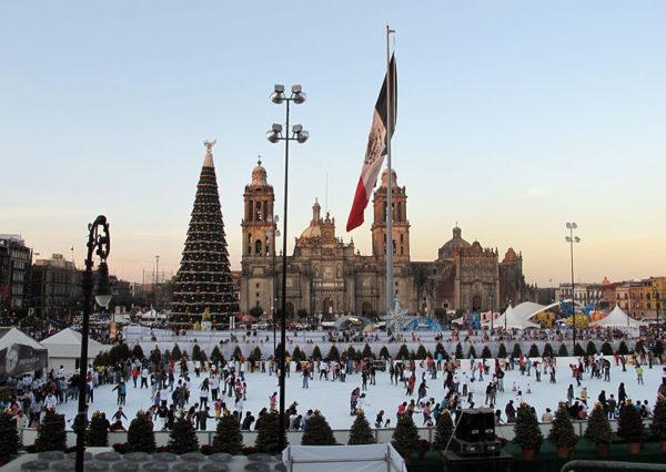 El 1 de diciembre abre la pista de hielo en el Zócalo de CDMX. ¡Preparate!