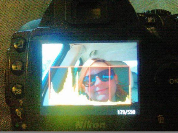 Mira con mucha atención este selfie, lo que la gente está viendo está aterrando a todos