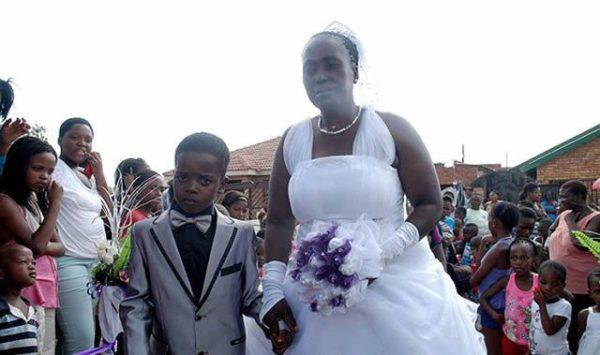 Un niño de 8 años se casó con una anciana de 61 años