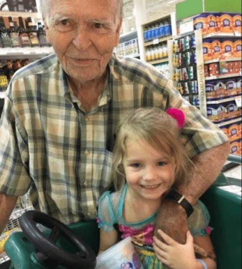 Esta es la conmovedora historia entre una pequeña y un anciano