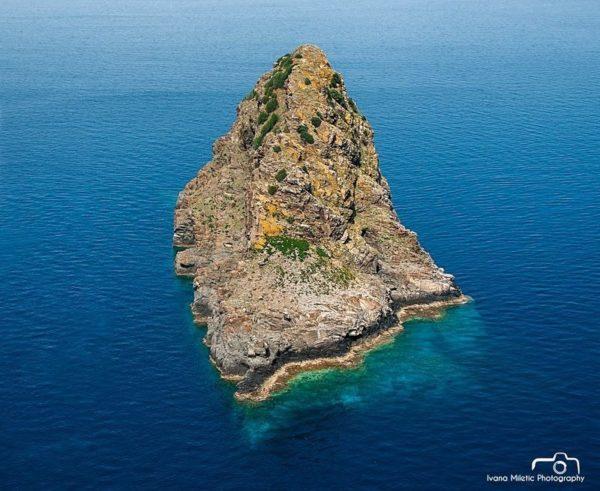La misteriosa isla magnética de Jabuka en Croacia