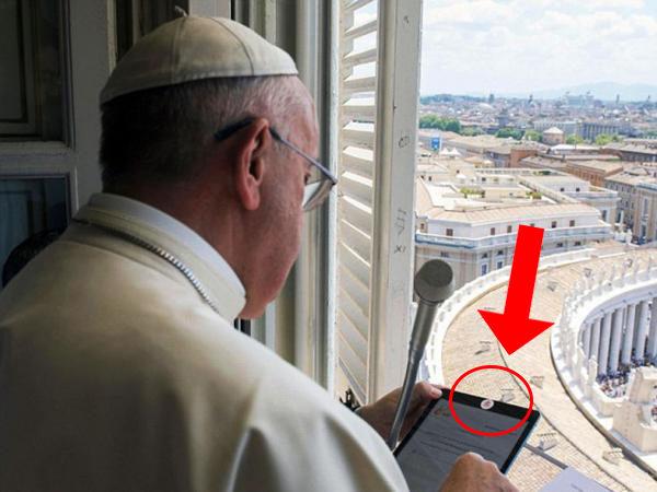 ¿Por qué el papa Francisco cubre la cámara de su iPad con un sticker?