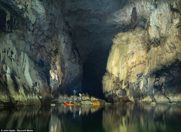 Esta es Tham Khoun Xe, una de las cuevas más hermosas del mundo