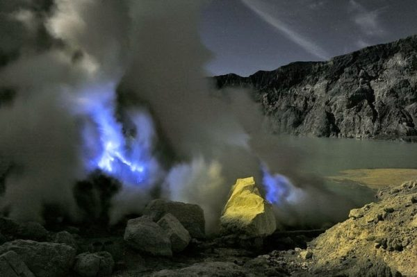 Kawah Ijenm | El único volcán del mundo que escupe lava azul