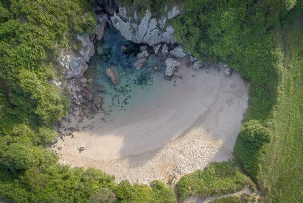 como llegar playa de gulpiyuri llanes asturias