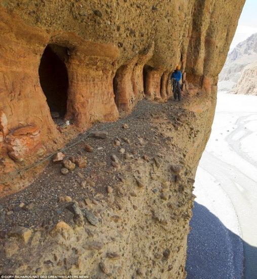 las enigmáticas cuevas de Mustang en Nepal