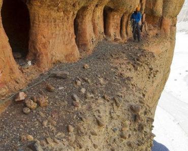 Conoce las enigmáticas cuevas de Mustang en Nepal