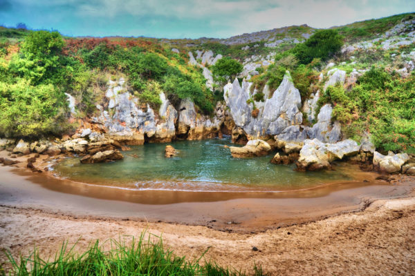 playa de gulpiyuri llanes asturias
