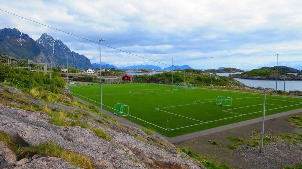 campo de futbol isla henningsvaer noruega