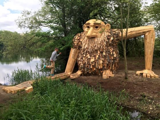 Este escultor ha llenado el bosque de Copenhague con magníficas esculturas de madera
