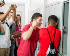 Este niño quería darle una paliza a su compañero, pero entonces ocurrió lo increíble…