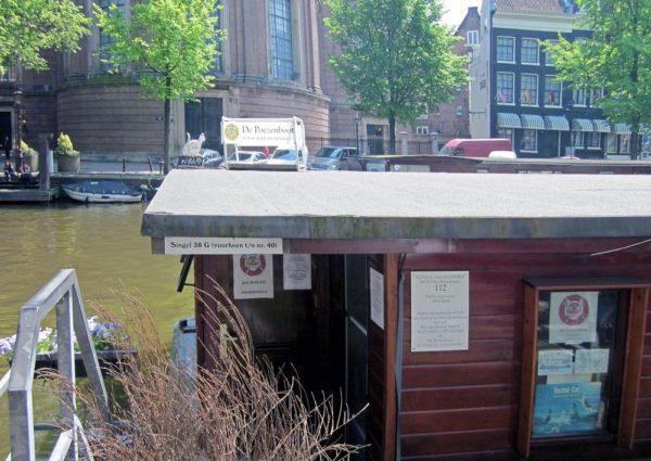 Poezenboot, una casa flotante para gatos en Ámsterdam