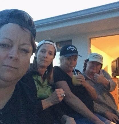4 amigos mandan un selfie a sus madres. ¡Pero el selfie que le mandan ellas es mucho mejor!