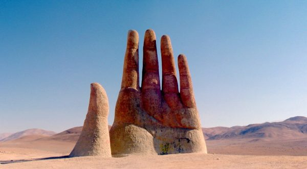 mano del desierto atacama chile