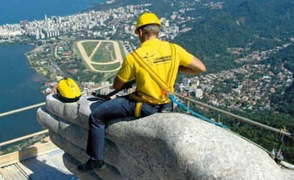 Así es como limpian los monumentos más grandes del mundo