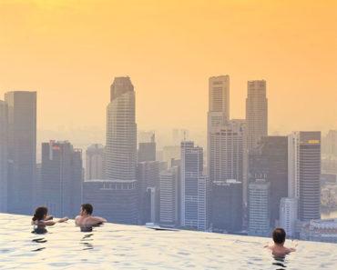 10 piscinas de hotel con vistas que te quitarán el aliento