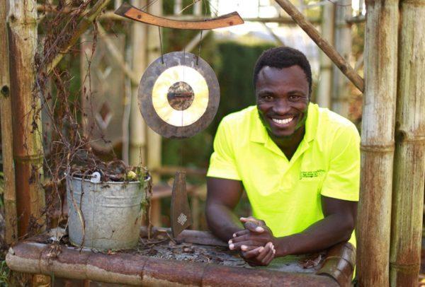 Este rey africano trabaja en Canadá para llevar dinero a su pueblo