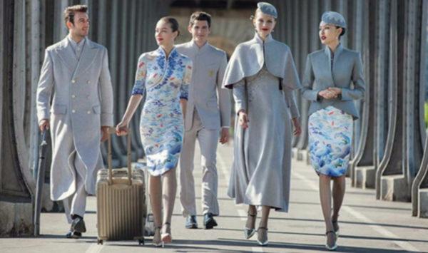 Los empleados de esta aerolínea china tienen nuevos uniformes, ¡y son asombrosos!