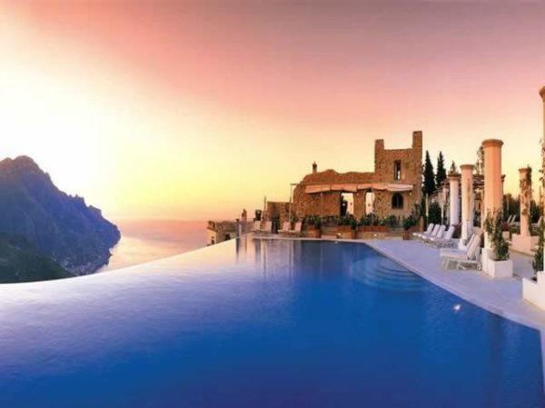 La piscina del Belmond Hotel Caruso, en Ravello, Italia