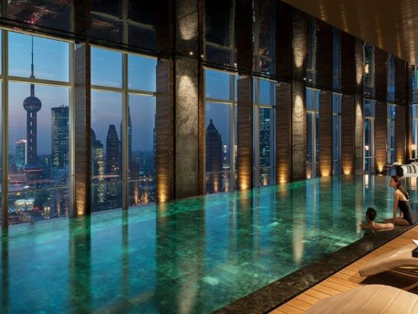 Piscina del Four Seasons Shanghai Pudong, China