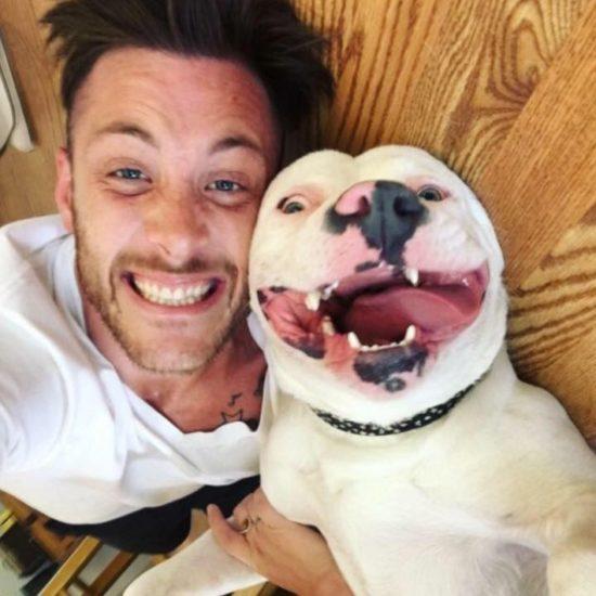 Subió a Facebook una foto con su nueva mascota y entonces la policía tocó a su puerta