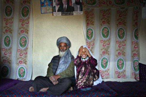 Hombre de 55 años se casa con pequeña de 6 años, pagando con una cabra