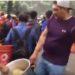 Humilde vendedor de tamales regala su producto a rescatistas y voluntarios