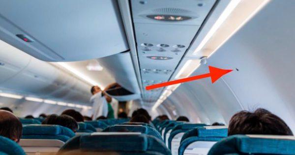 ¿Qué indica el pequeño triángulo negro que se ve en la cabina de los aviones?