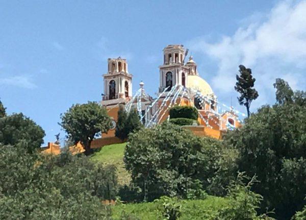 Terremoto en México causa la caída de las torres de la Iglesia de los Remedios en Cholula