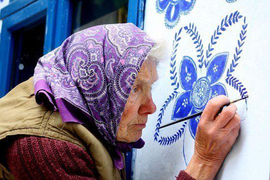 La anciana de República Checa que transformó a su pueblo en una obra de arte